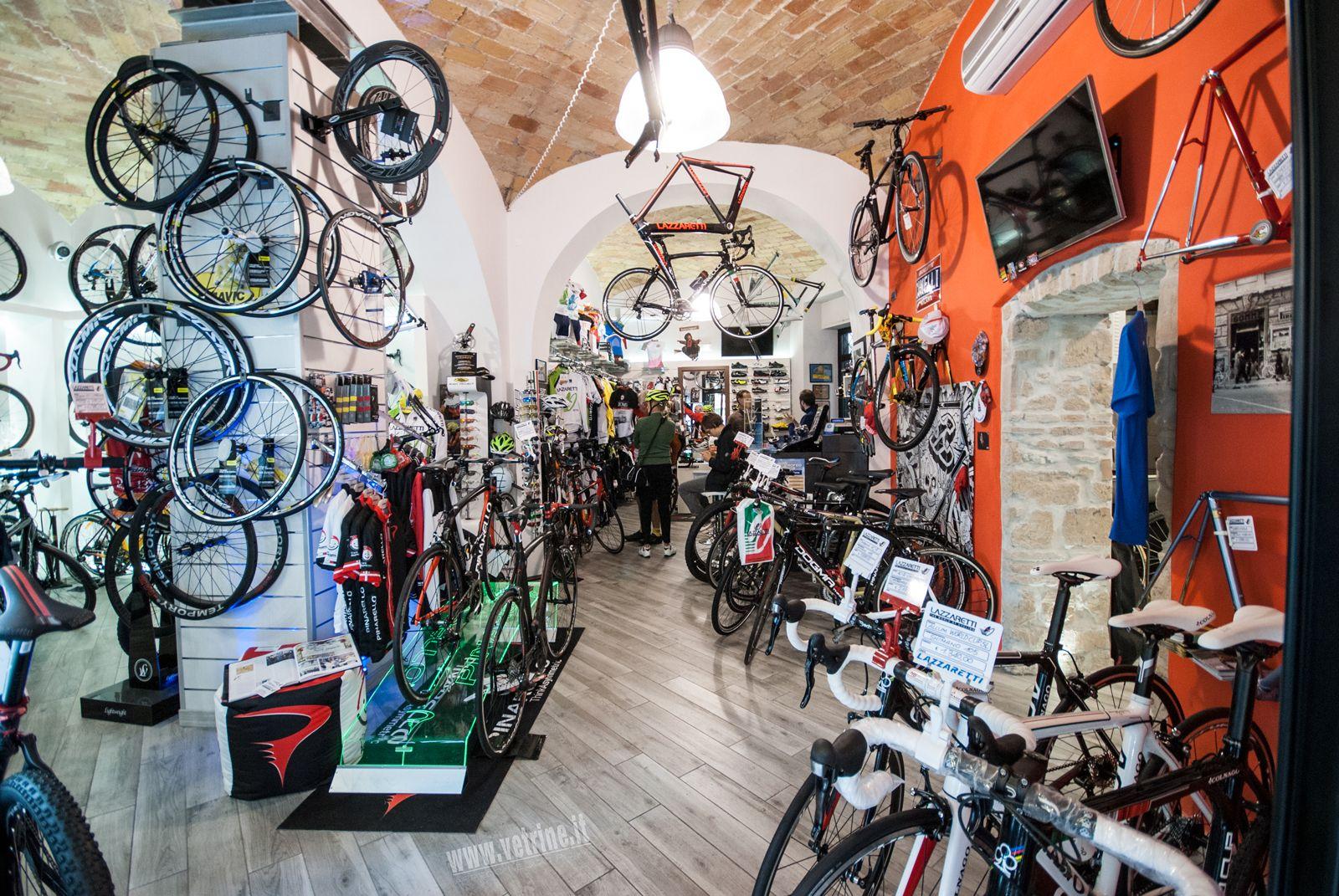 Arredamento per negozio di biciclette lazzaretti roma for Negozi arredamento roma centro