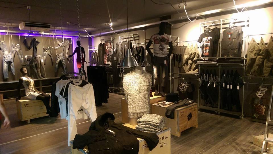 Arredamento negozio abbigliamento 21 grammi urban tutto for Tubi idraulici arredamento
