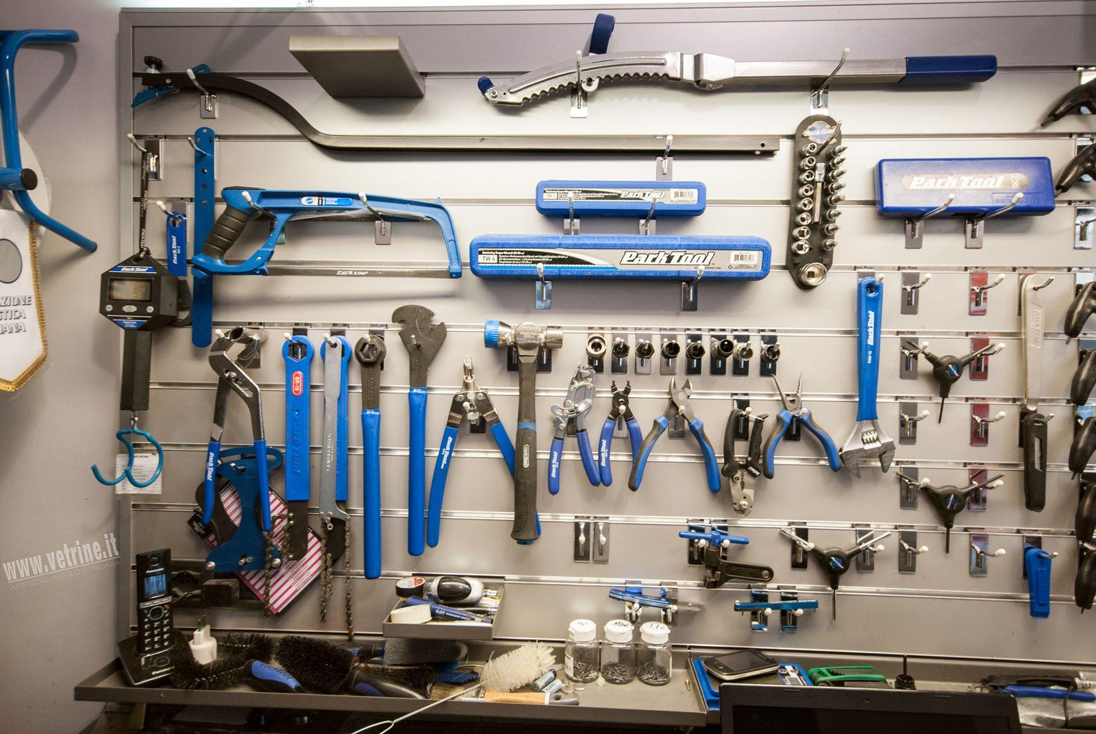arredamento per negozio di biciclette | lazzaretti roma | tutto ... - Arredamento Negozio Abbigliamento Roma