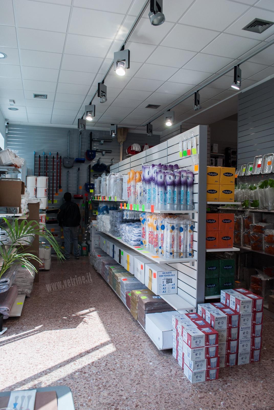 Negozi arredamento roma negozio mobili home vetrina lema for Arredamento roma est