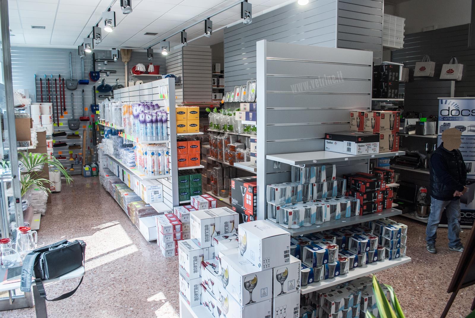 Arredamento negozi casaligni roma for Arredamento negozi roma