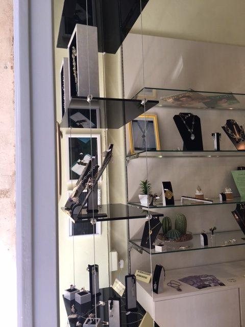 Nuovo arredamento per gioielleria realizzato per crearte for Arredamento per gioielleria